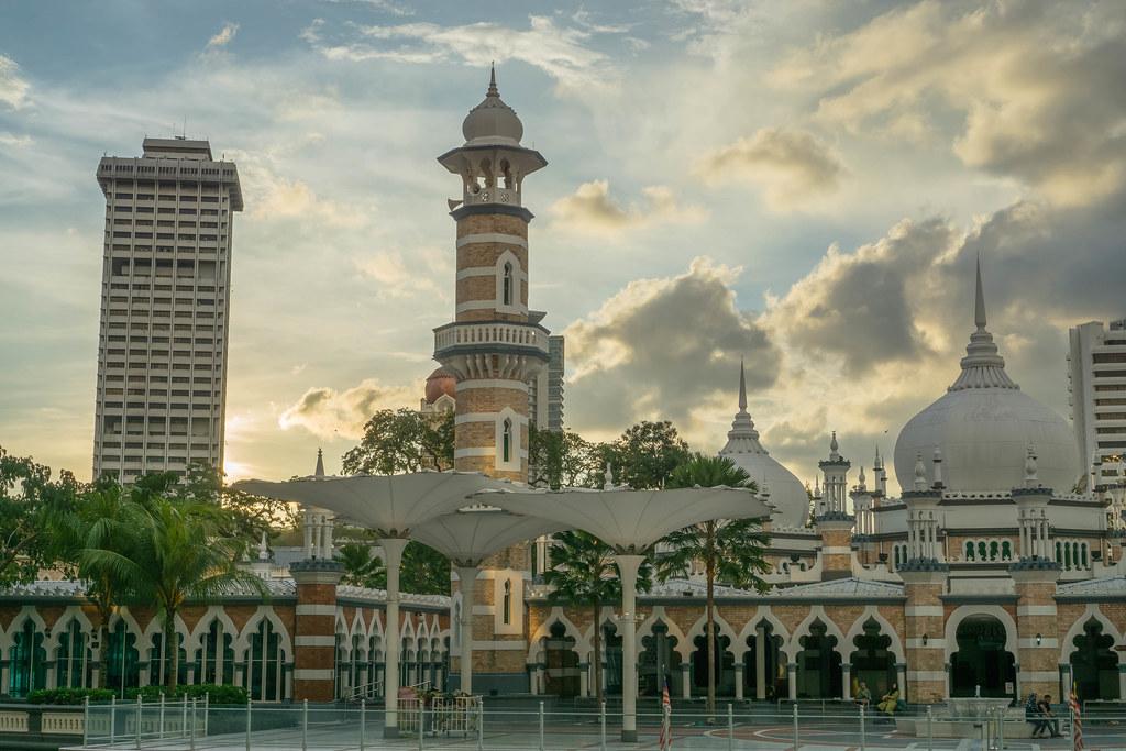 3 Tempat Best di Sekitar Stesen LRT Masjid Jamek